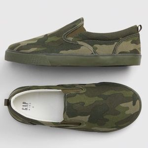 Gap camo slip on shoes